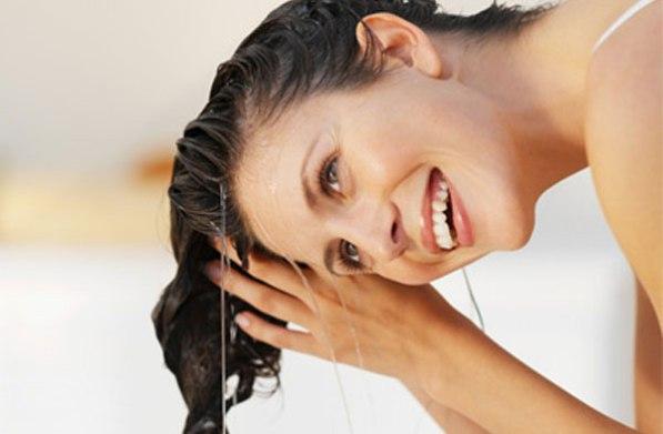 lavagens-benéficas-para-os-cabelos